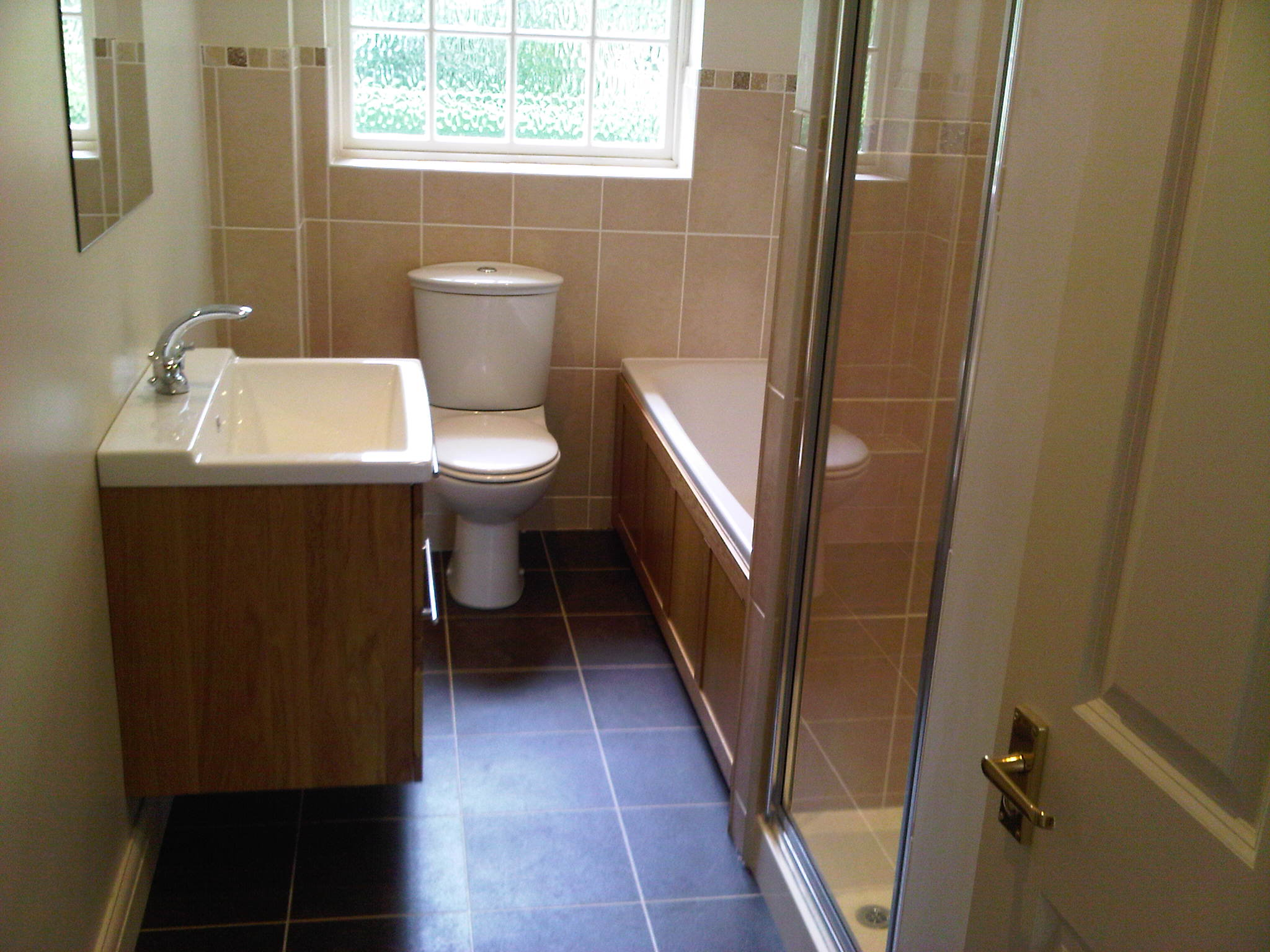 Legend Traditional Bathroom Suite At Victorian Plumbing Uk: Kitchen, Bathrooms And Maintenance